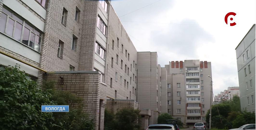 В одном из дворов на улице Конева ремонта муниципального проезда не могут дождаться уже много лет