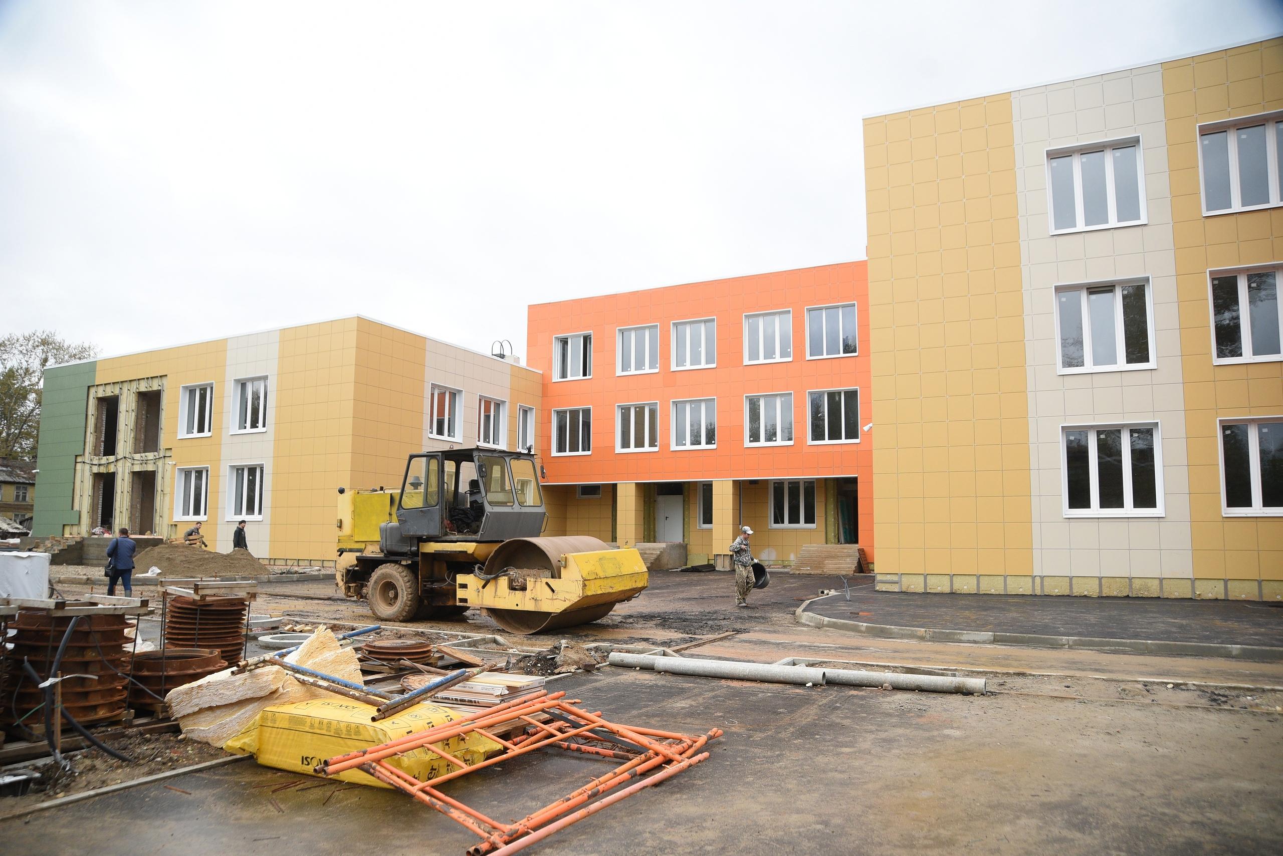 Жители этого строящегося микрорайона очень ждут новый детский сад