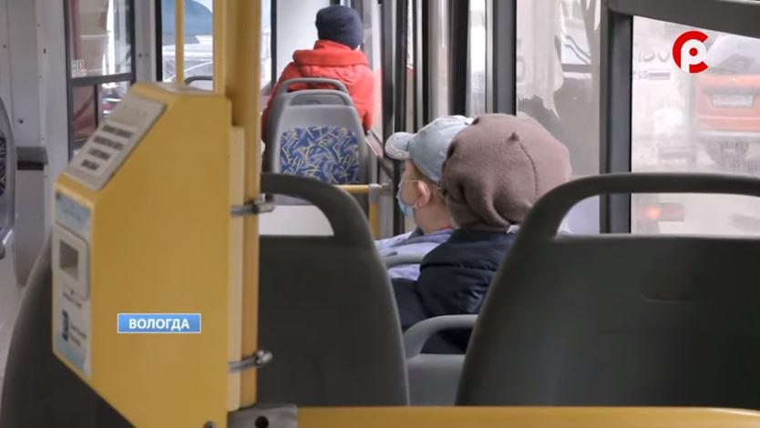 Пассажирам временно выдали проездные, которые использовали ранее