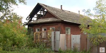 Дом с обугленной крышей на улице Чайковского можно назвать бывалым