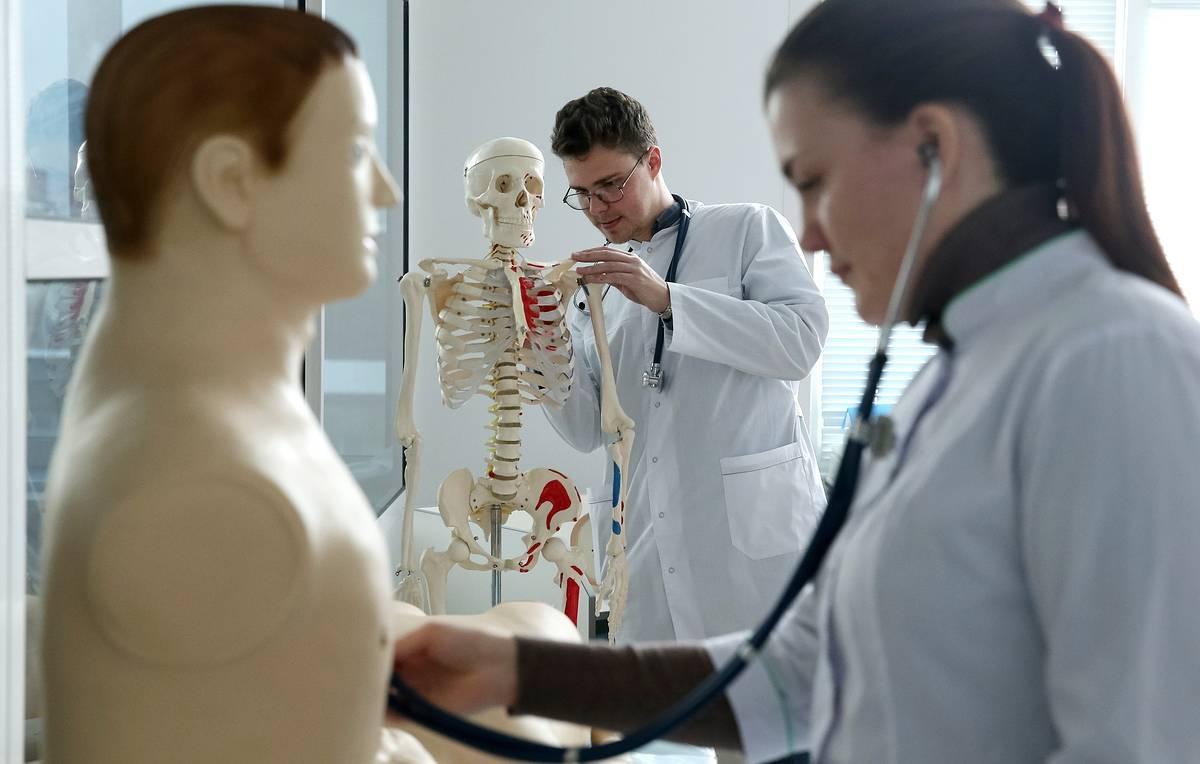 Шестеро четверокурсников медицинского колледжа будут учиться на фельдшеров скорой помощи