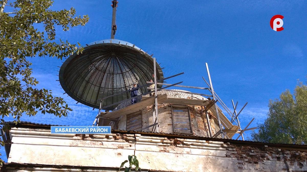Главный купол над храмом Воскресения Словущего установили в Бабаевском районе
