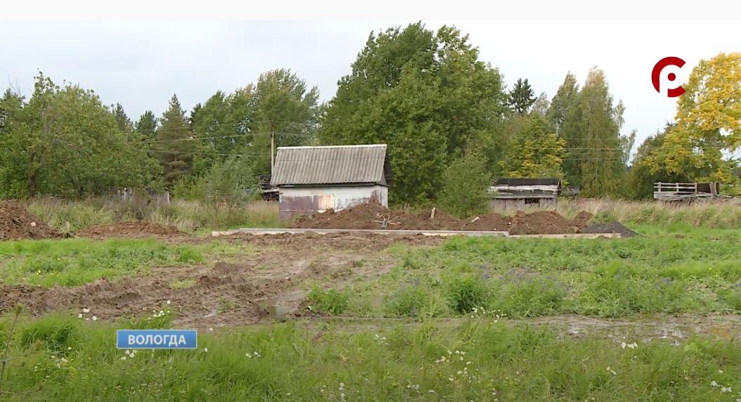 Большое поле рядом с пожарно-спасательной частью в селе Молочное долгие годы пустовало