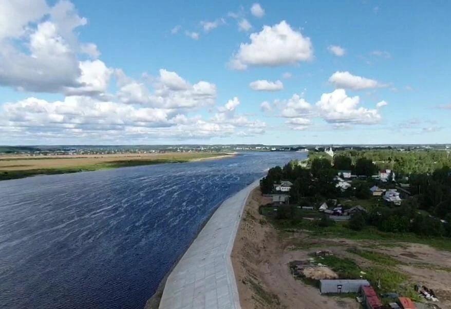 Противопаводковую плотину должны полностью возвести к декабрю 2022 года
