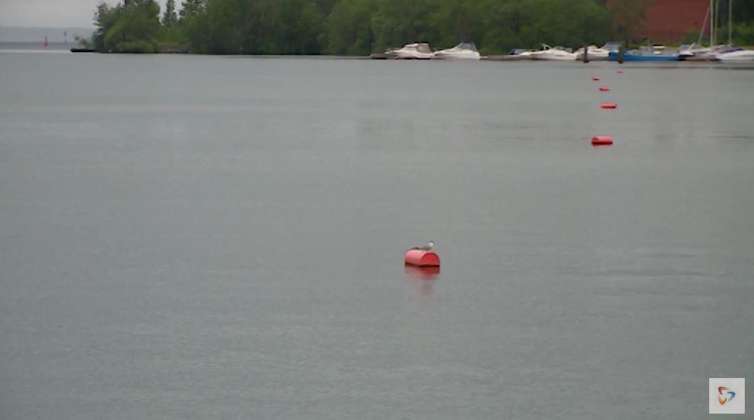 Одна лодка была украдена, вторую - смыло волной
