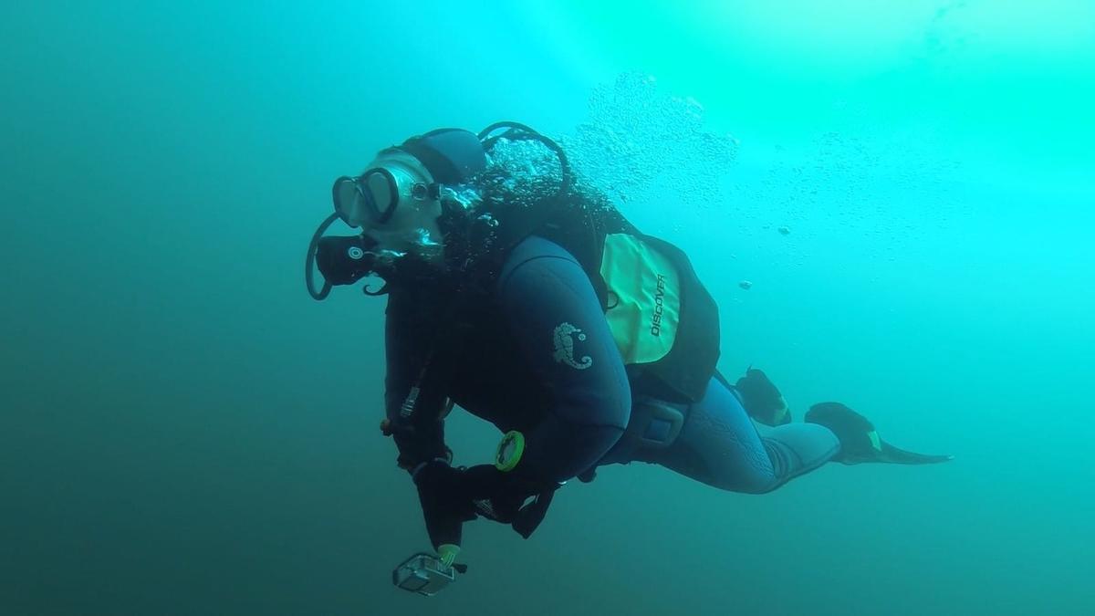 Череповецкие дайверы искали янтарь на дне Синявинского озера