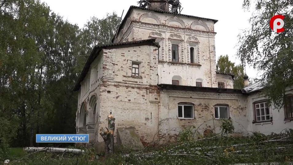 К благоустройству территории и келий Михайло-Архангельского монастыря приступили в Великом Устюге