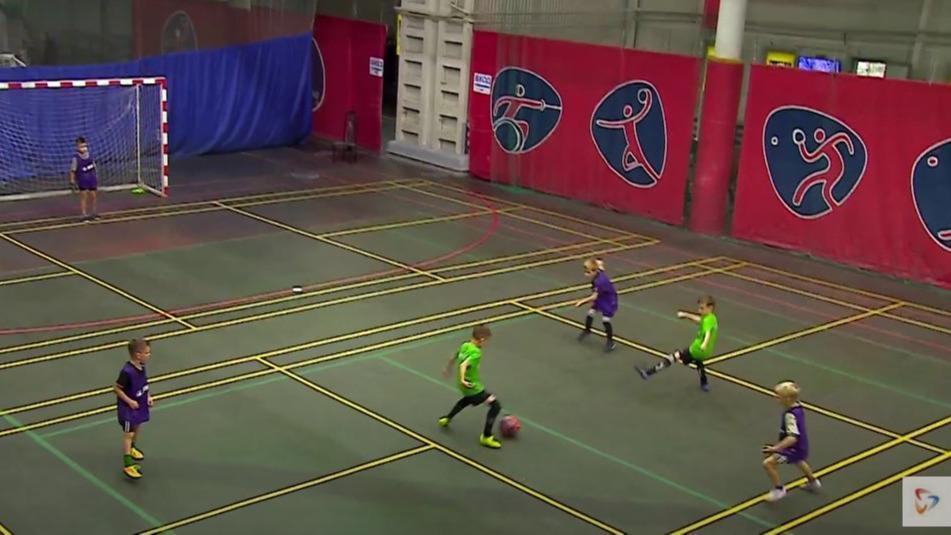 Турнир по футболу для семилетних череповчан прошёл сегодня в городском ФОКе