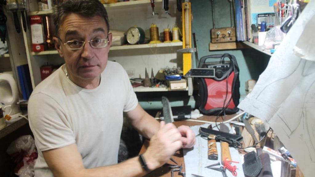 Череповецкий мастер создает необыкновенные авторские топоры и ножи.