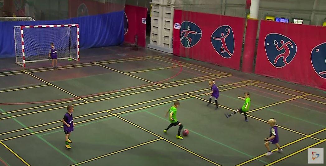 Ребята еще только начинают свой путь в футболе, но историю этой игры в Череповце узнают и по таким соревнованиям