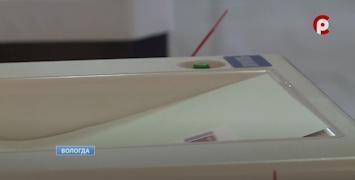 Комплекс обработки бюллетеней автоматически подсчитывает голоса избирателей