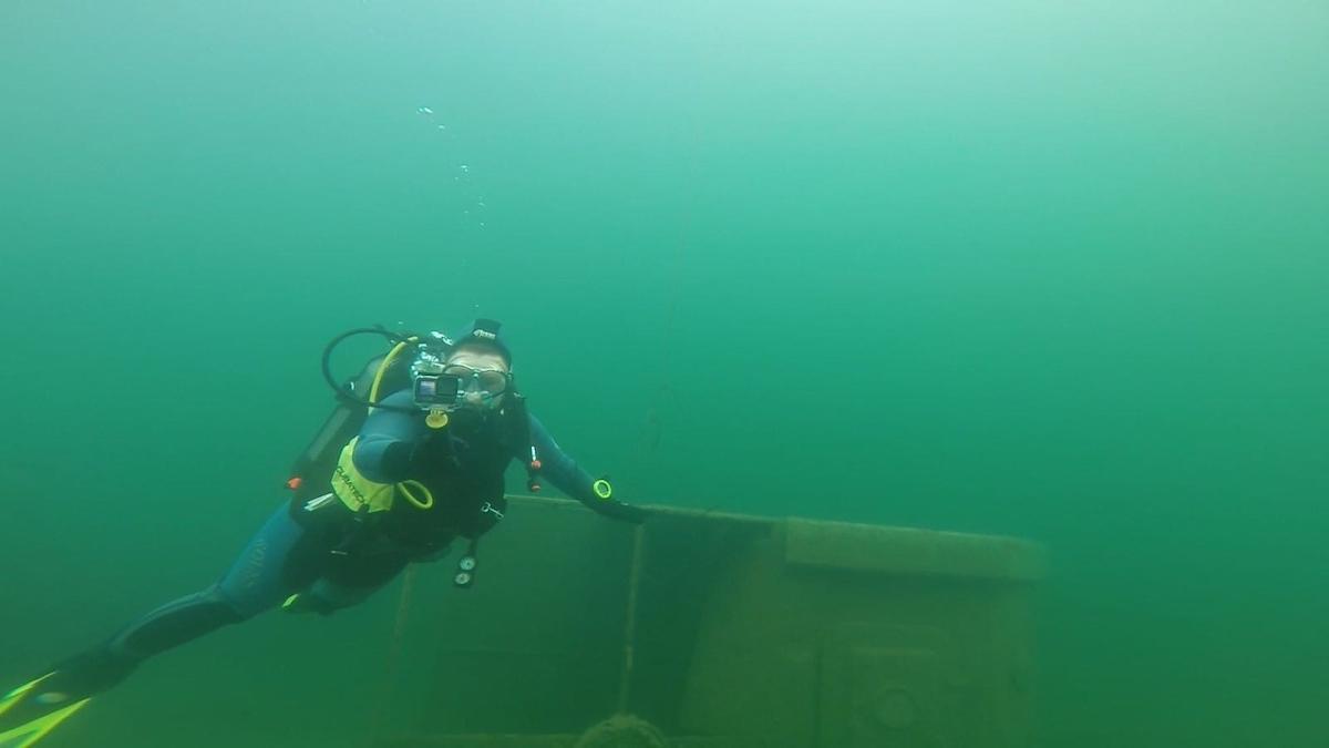 Янтарь на дне Синявинского озера искали  череповецкие дайверы