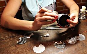 В Великом Устюге можно узнать секреты изготовления изделий из серебра