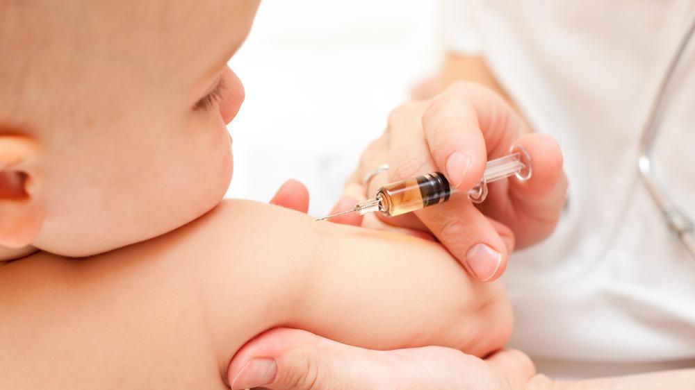 Больше 2000 детей привили от гриппа в Череповце