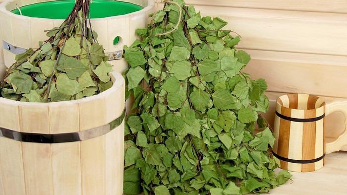 10 тысяч березовых веников заготовили в городских банях Череповца к новому сезону