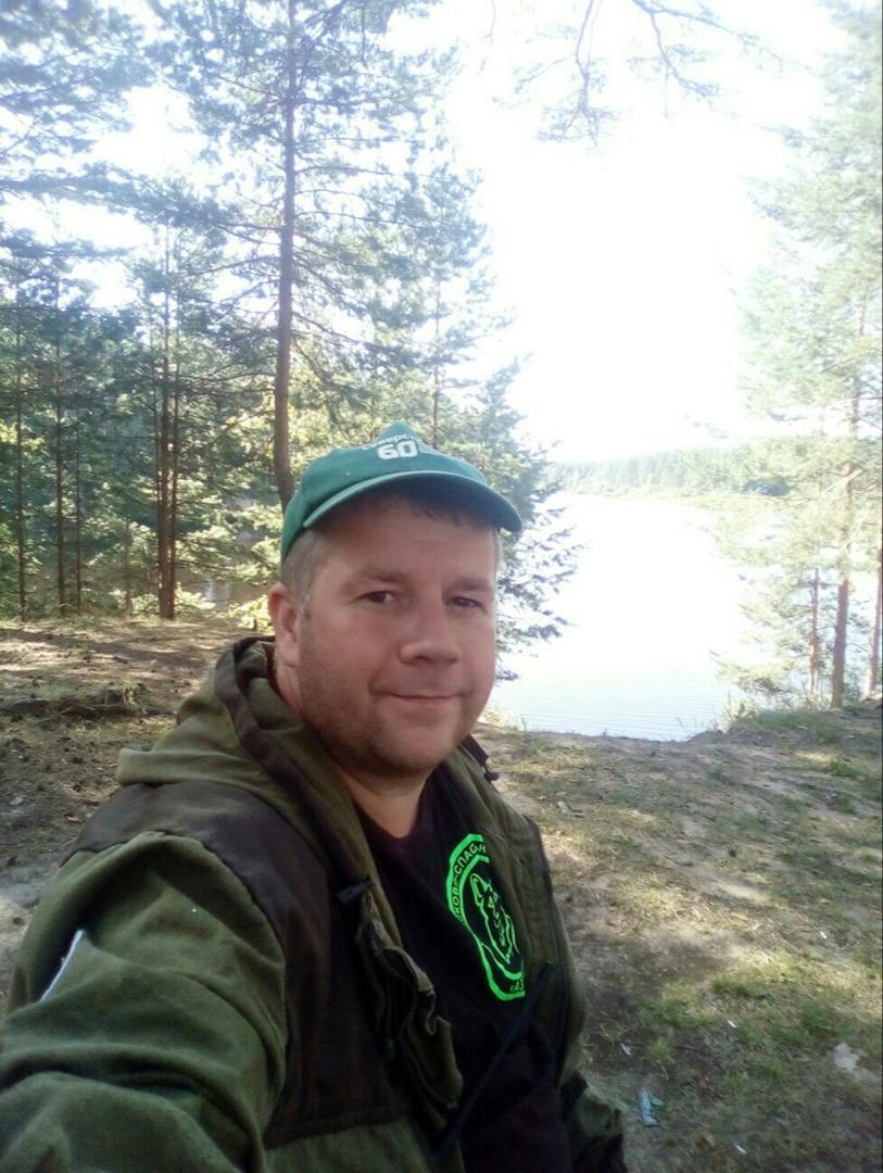 """""""Собираясь в лес, возьмите с собой телефон, спички, еду и таблетки"""", - советует  Семен Гуричев."""