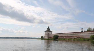 По всей стране известны Вологодский кремль, Кирилло-Белозерский монастырь, вотчина Деда Мороза