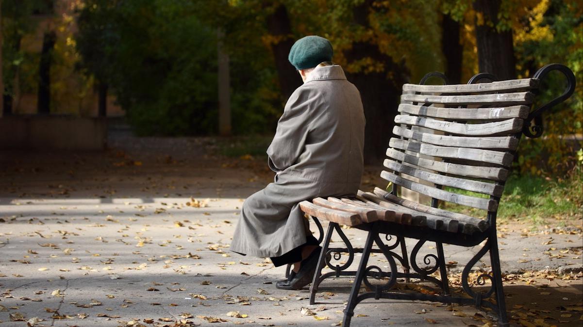Как помочь одинокому пожилому человеку?