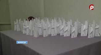 Бумажных ангелов сделали для всех гостей праздника