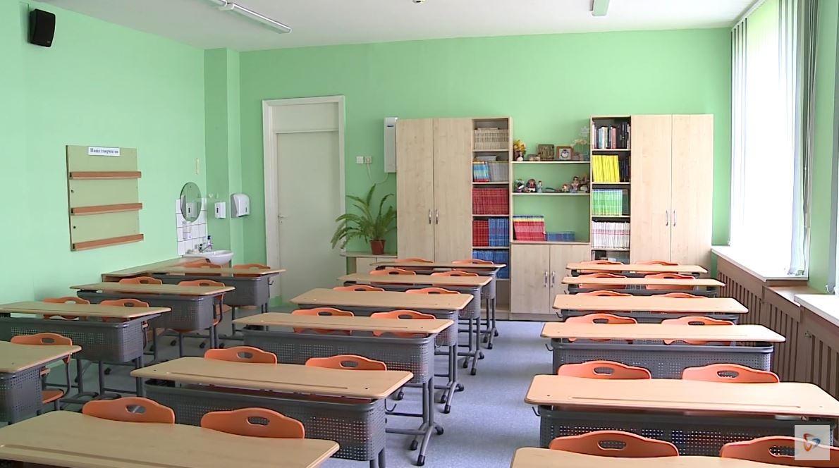 На домашнем обучении находятся классы, где есть заболевший ребенок