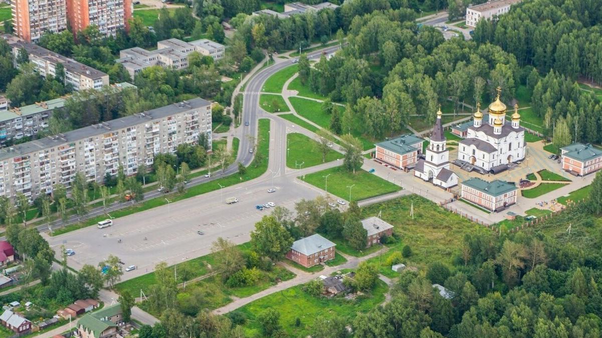 На улице Вологодской в Череповце начали строить сквер