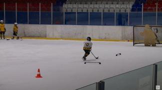 Пока умения стоять на коньках при отборе не требуется