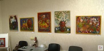 Буйство красок, яркость и тепло — этим пропитана каждая из 15 картин выставки