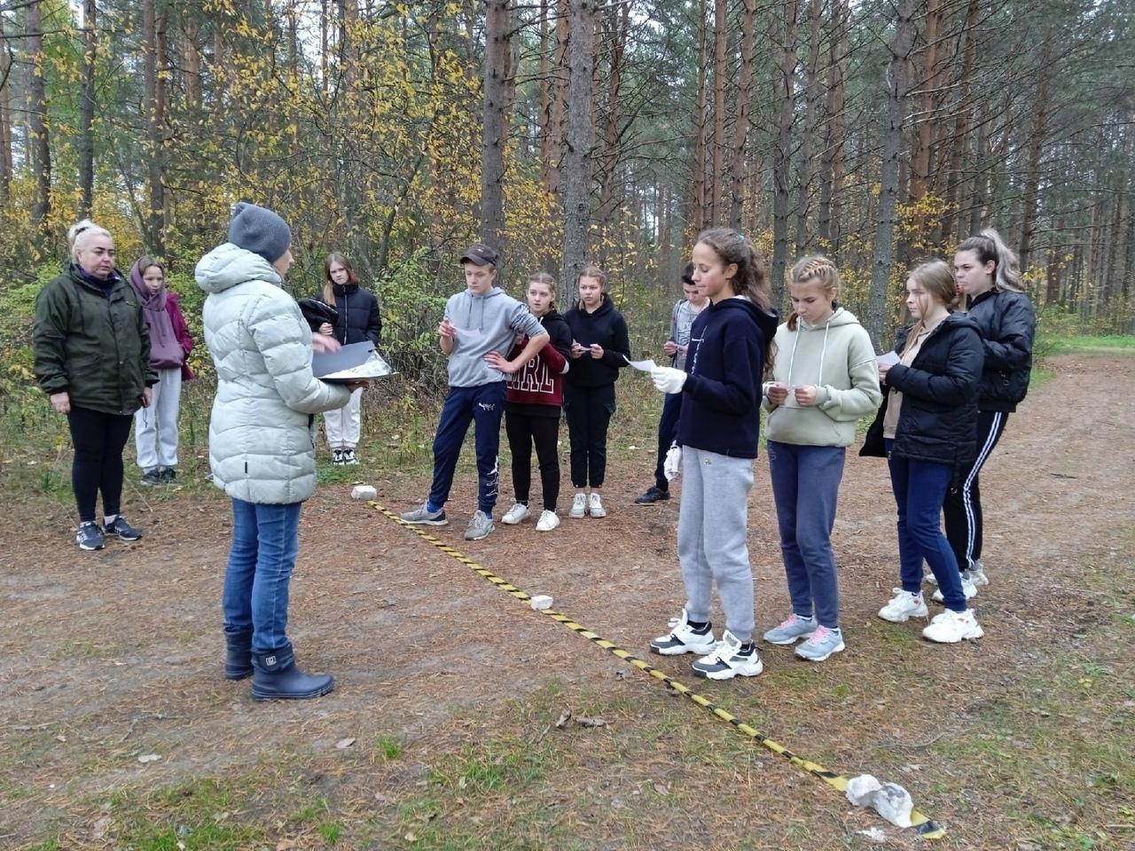 Светлана Леонидовна — старшая вожатая, она организует различные мероприятия