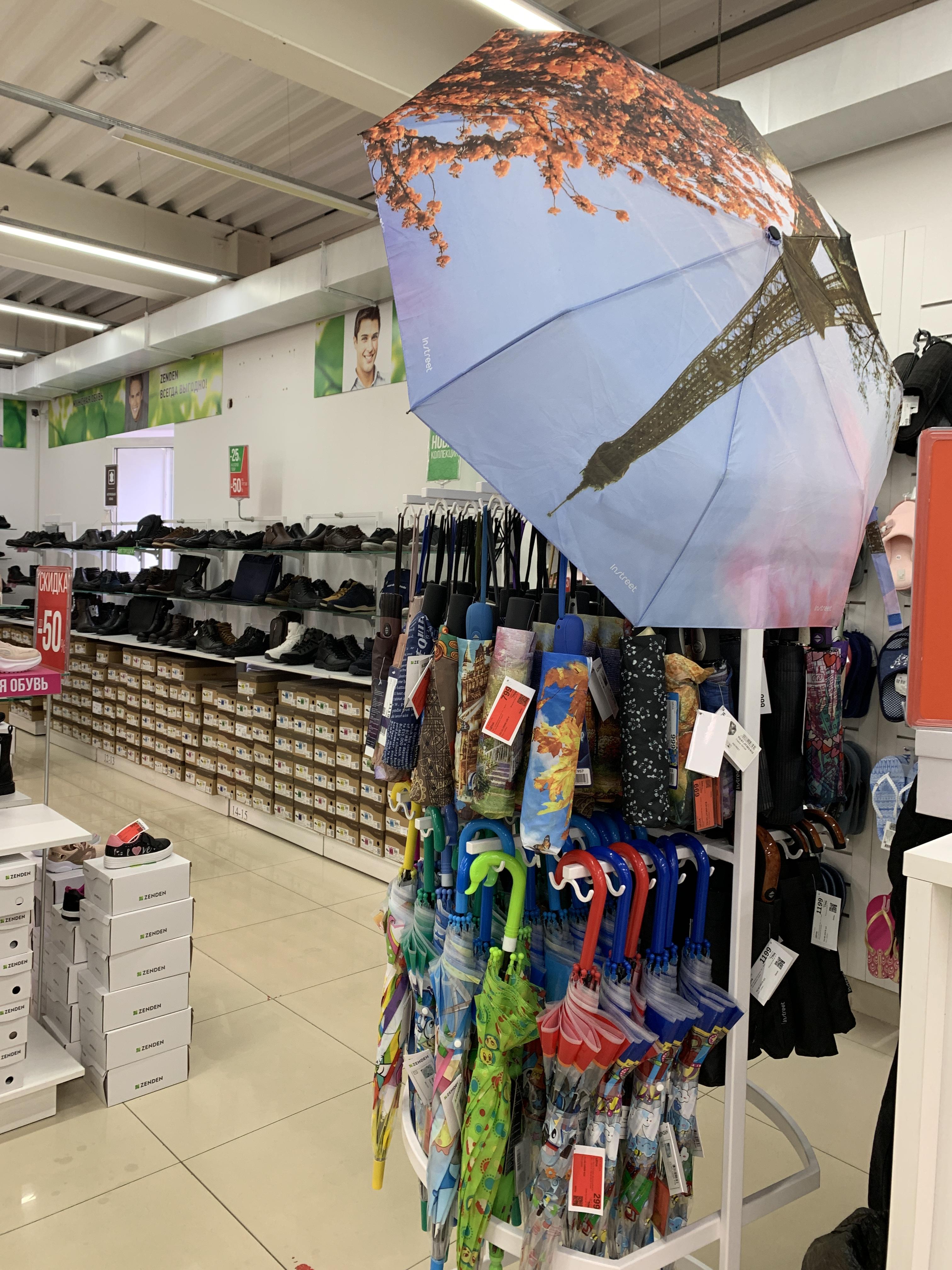 Складывающиеся зонты занимают мало места, но менее надежны, чем зонты-трости.