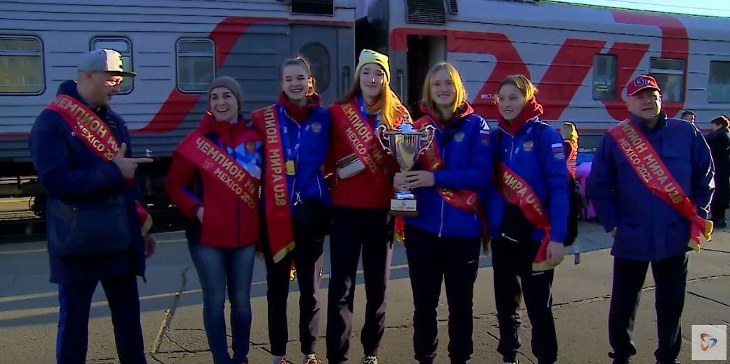 На один день в Череповец приехал и чемпионский Кубок