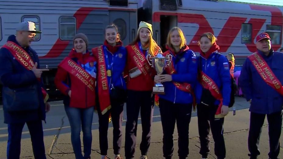 Чемпионки мира по волейболу среди девушек до 18 лет вернулись в Череповец
