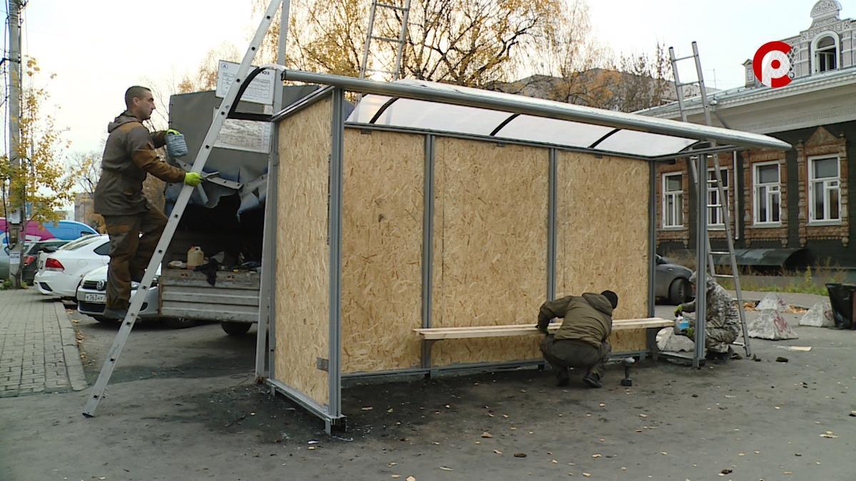 Сгоревшую накануне в Вологде автобусную остановку напротив ТЮЗа восстанавливают