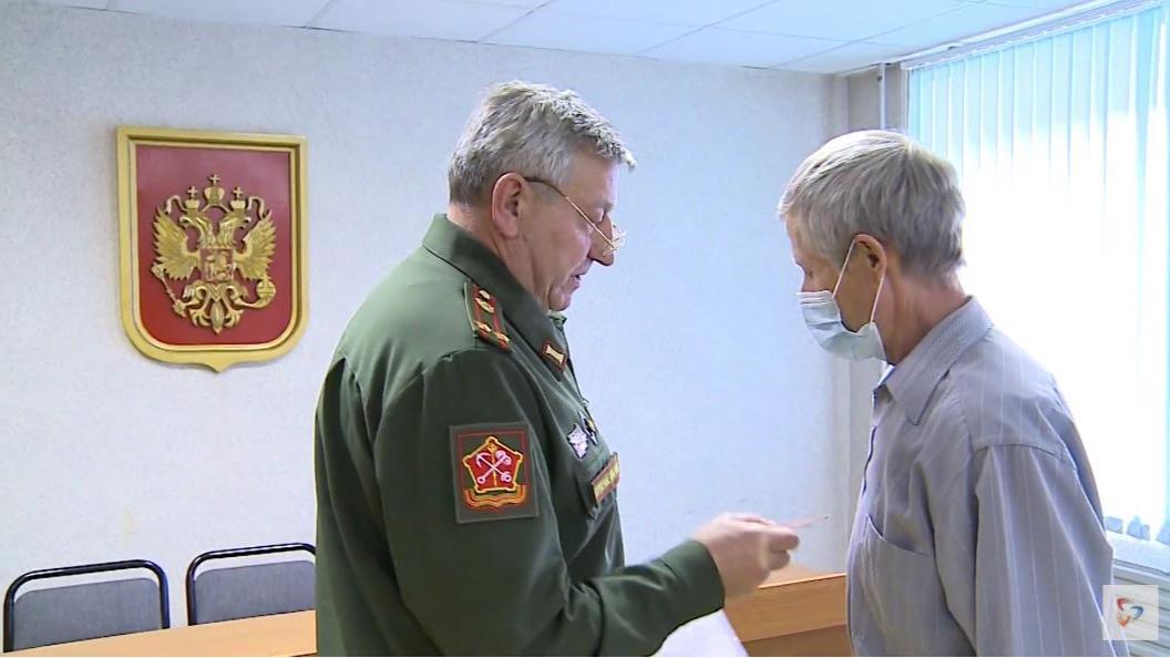 Череповецкий военкомат передал неврученные награды потомкам солдат, погибших в военные годы