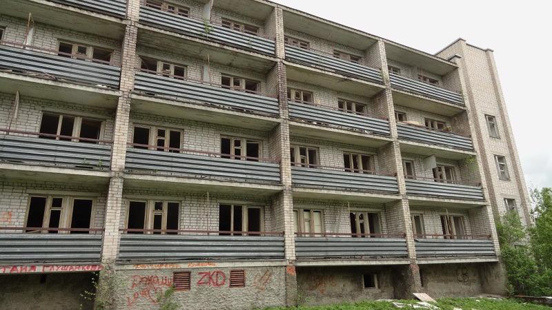 """Владелец здания бывшего санатория """"Лель"""" в Соколе, с крыши которого этим летом упал подросток, ограничил доступ на территорию заброшенного дома"""
