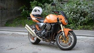 Взяла папин спортивный мотоцикл без спросу