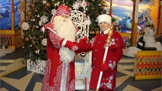 Посланник Деда Мороза снова впутешествии