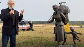 Памятник северной женщине-труженице вВерколе вызвал множество споров