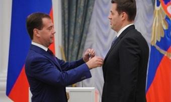 Награды изрук Президента получили Вячеслав Позгалев иАлексей Мордашов