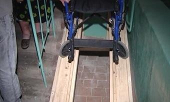 Управляющая компания вВологде неслышит просьбу инвалида-колясочника