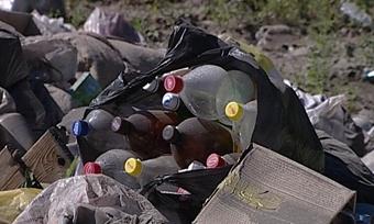 Берега реки Ягорбы вЧереповце завалили мусором