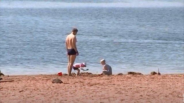 Напляжах Череповца появились первые отдыхающие