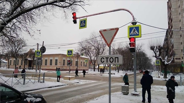 Наперекрестке Ленина— Луначарского заработал новый светофор