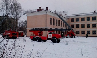ВЧереповце загорелась школа №13