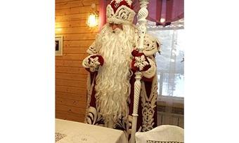 Дед Мороз празднует День рождения ипринимает гостей