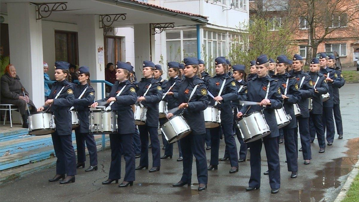 Мини-парады ипраздничные концерты прошли в44дворах Вологды