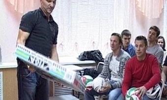 Хоккеисты «Северстали» поделились секретами спортивных достижений сдетьми