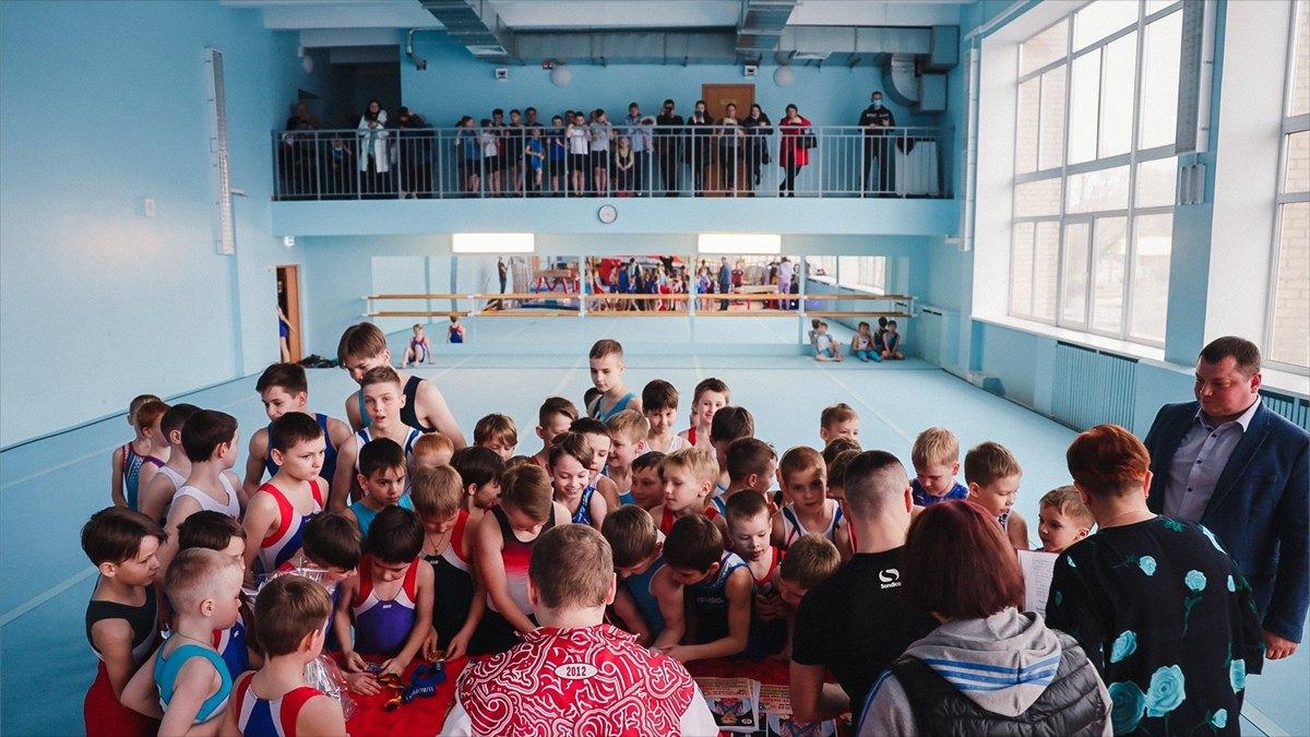 Призер чемпионата мира поспортивной гимнастике Александр Баландин посетил Череповец