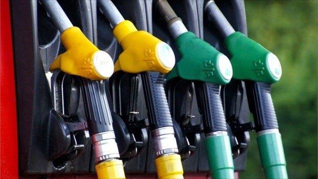 Порядка 820 литров бензина может купить назарплату средний вологжанин