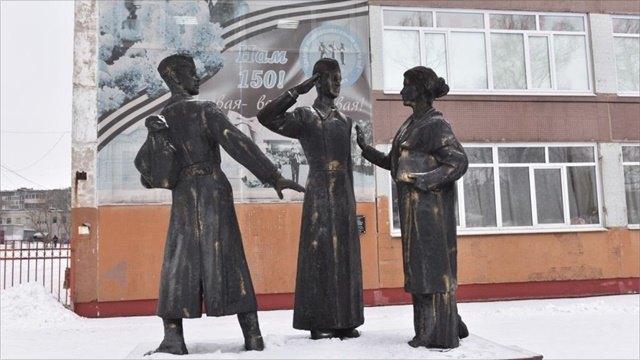Как школьники позировали скульптору