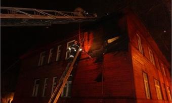 Очередной деревянный восьмиквартирный дом горел вЧереповце